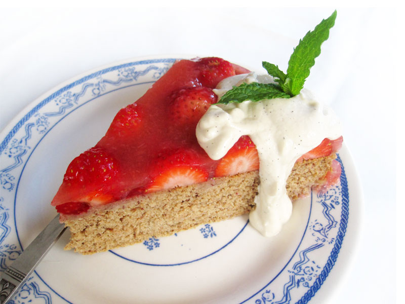 Vegan Gluten free Sponge Cake Strawberries 2