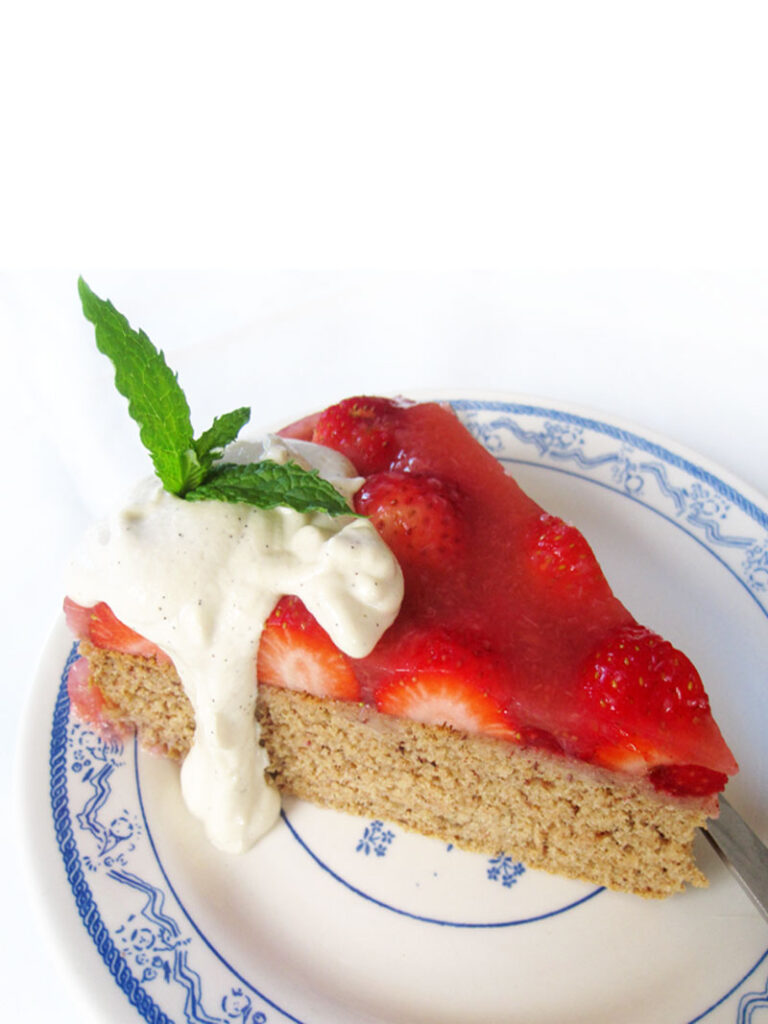 Vegan Gluten free Sponge Cake Strawberries 3