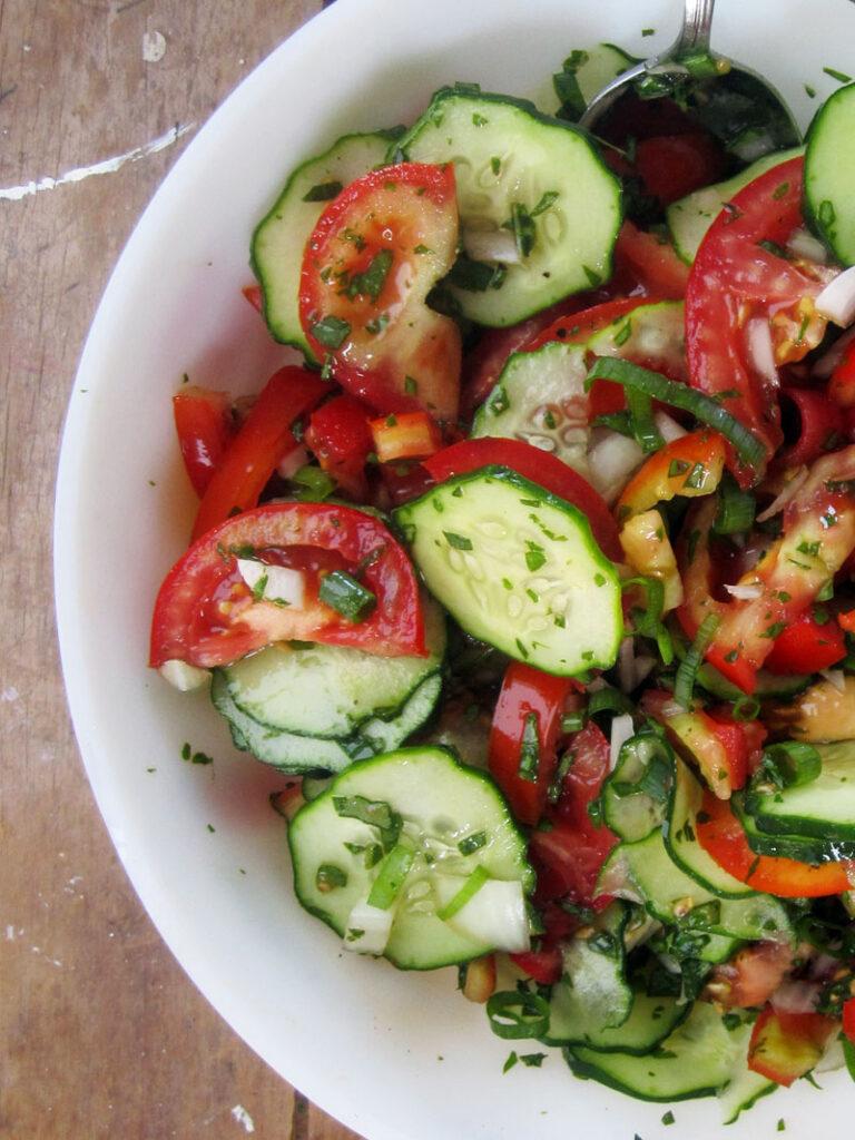 Easy Vegan Tomato Cucumber Salad Recipe
