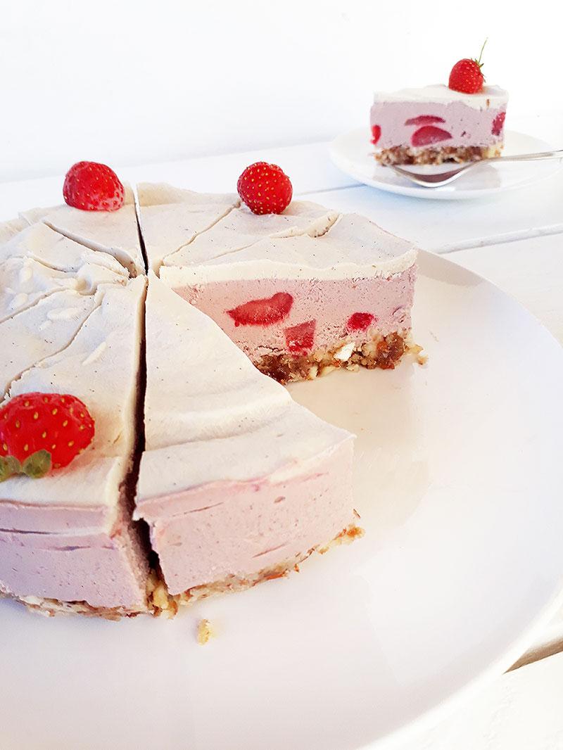 Vegane und glutenfreie Erdbeeren-Torte