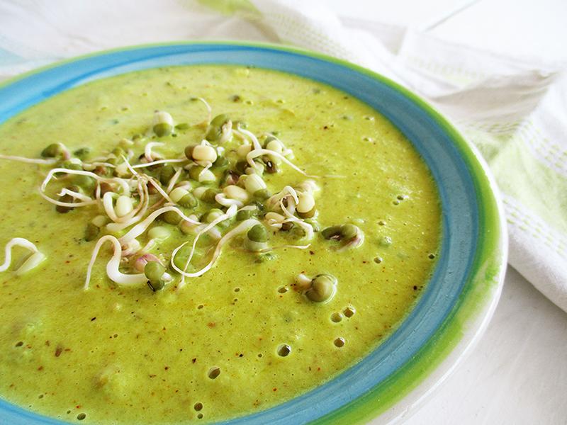 vegane & glutenfreie Curry Blumenkohl Suppe mit Mungbohnen-Sprossen