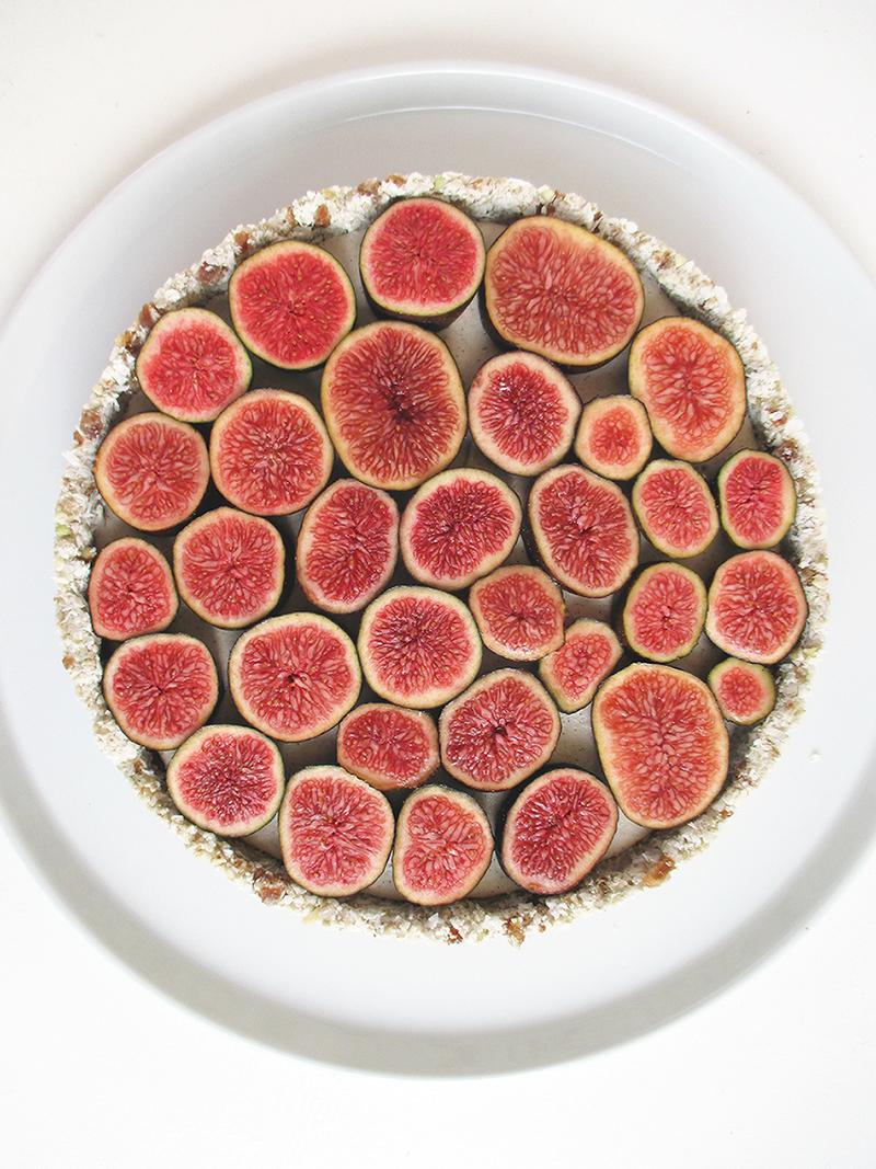 Vegan Gluten free Nut free No Bake Vanilla Fig Tart Fruit Sweetened Recipe 1