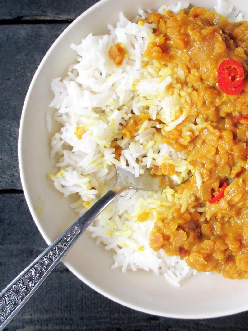 Veganes Glutenfreies Einfaches Wuerziges Rote Linsen Dal Rezept 1