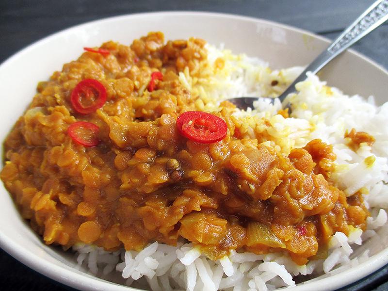 Veganes Glutenfreies Einfaches Wuerziges Rote Linsen Dal Rezept 2