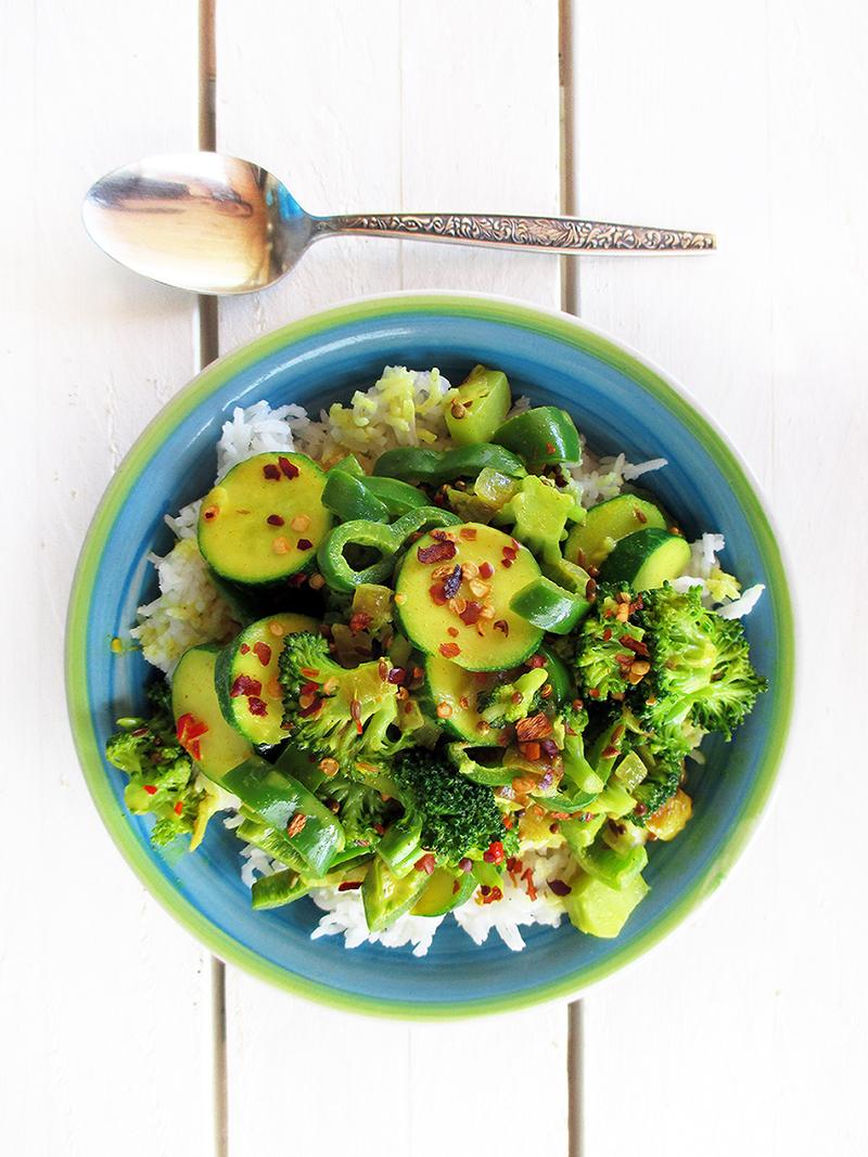 Veganes Glutenfreies Einfaches Gruenes Gemuese Curry Rezept 3