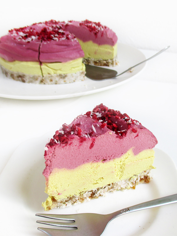 Vegan Raw Lemon Raspberry Cake Without Gluten