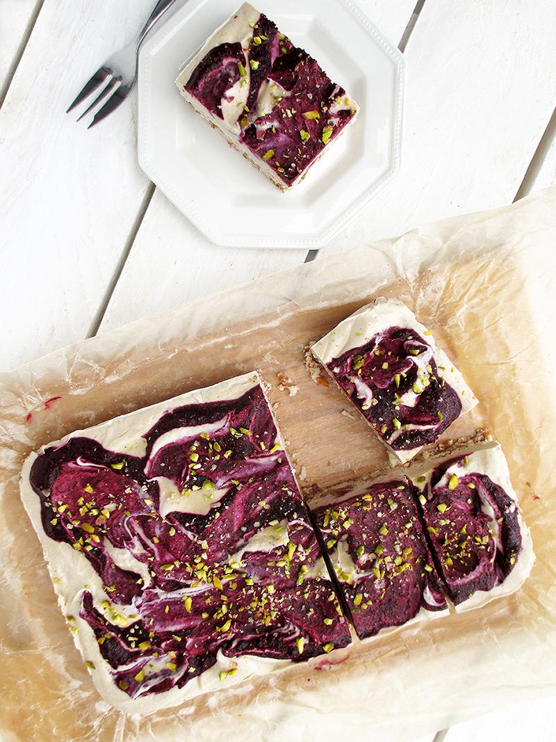Vegan Gluten free Fruit Sweetened No Bake Raw Berry Vanilla Cake Slice Recipe 4