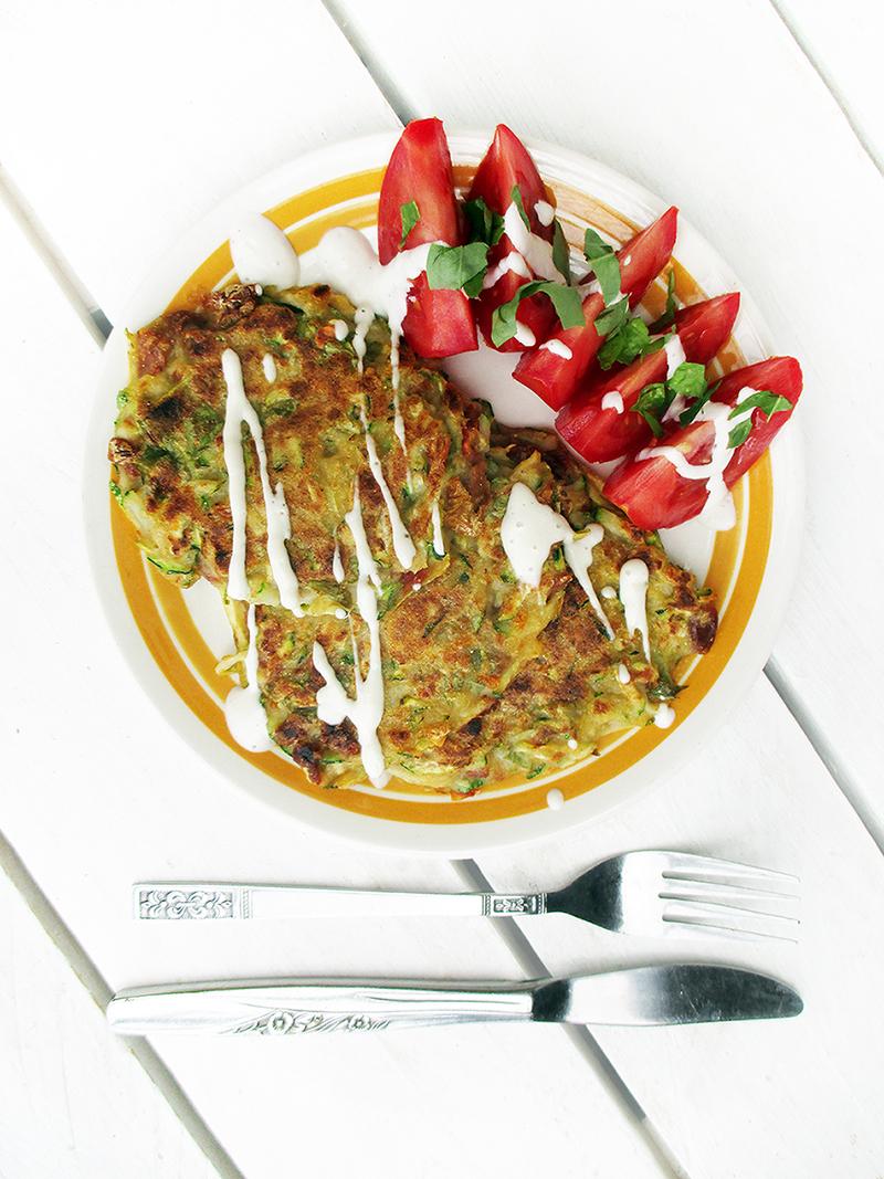 Vegane Glutenfreie Zucchini Basilikum Tomate Bratlinge Rezept 1