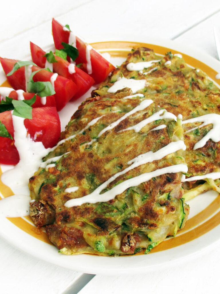Vegane Glutenfreie Zucchini Basilikum Tomate Bratlinge Rezept
