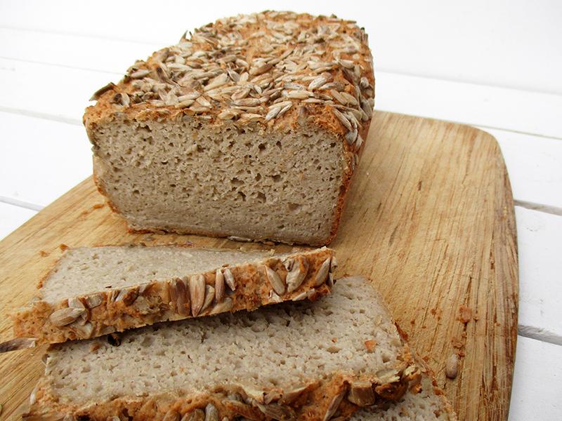Glutenfreies und veganes Sonnenblumenkern Brot