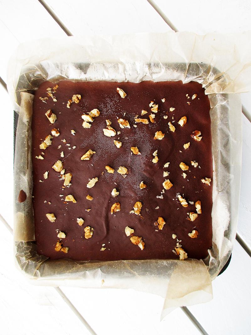 No Bake Vegan Gluten free Refined Sugar Free Walnut Chocolate Cake Slice Recipe 1