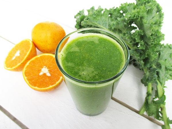The Vegan Monster Optimum 700 Cold Press Juicer Test Review - Orange Kale Juice Recipe