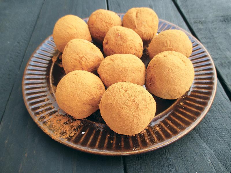 Vegan Gluten free No Refined Sugar Easy Apple Cinnamon Blissballs Recipe 2