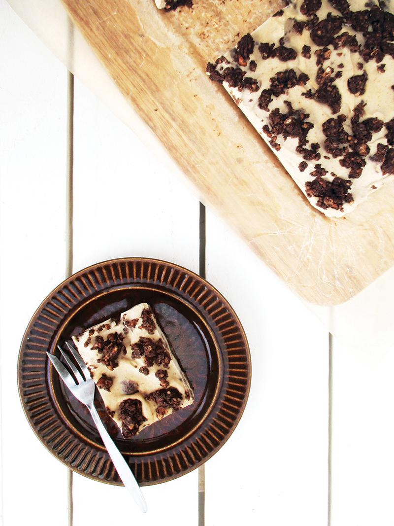 Vegan Gluten free Dairy free Refined Sugar Free No Bake Cookie And Cream Cake Slice Recipe 1