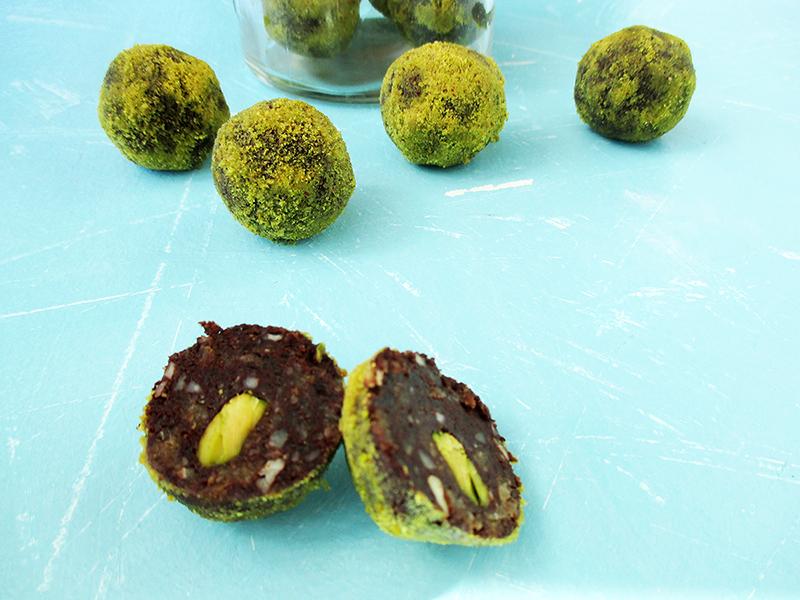 Vegane Glutenfreie Macadamia Pistazien Schokoladen Energiebaellchen Ohne Kristallzucker Rezept 4