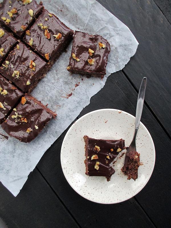Einfache Walnuss Schokoladen Schnitten mit nur 6 Zutaten (Vegan, Glutenfrei, Ohne Kristallzucker)