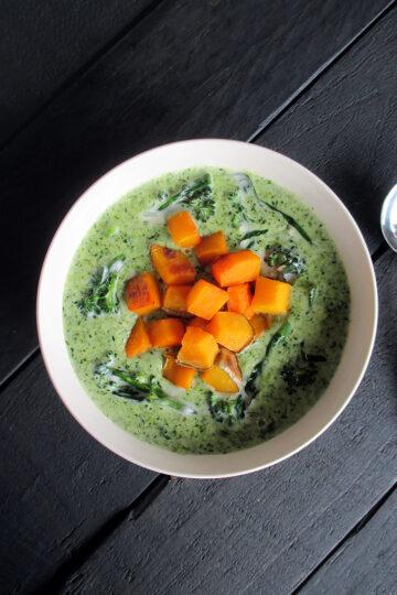 Vegane Glutenfreie Cremige Brokkoli Suppe mit Geroestetem Kuerbis Ohne Milch Ohne Nuesse Rezept 2 1