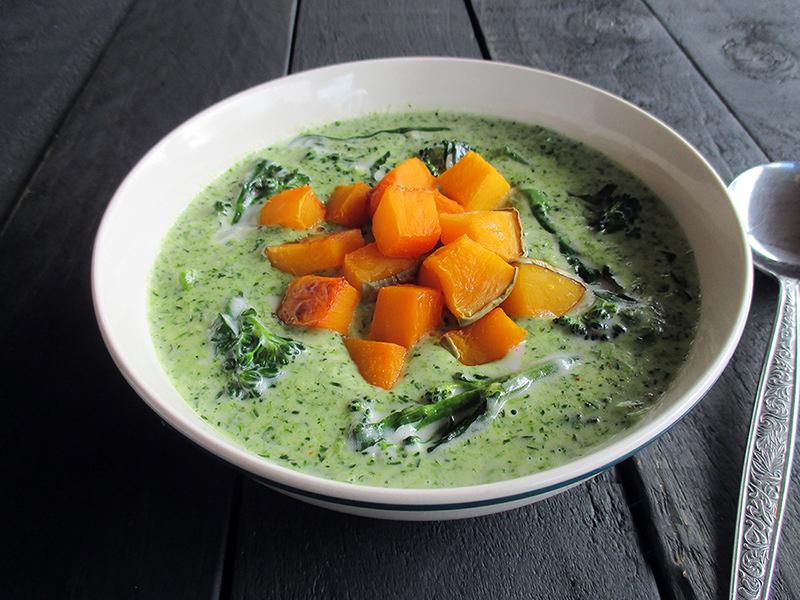 Vegane Glutenfreie Cremige Brokkoli Suppe mit Geroestetem Kuerbis Ohne Milch Ohne Nuesse Rezept 3