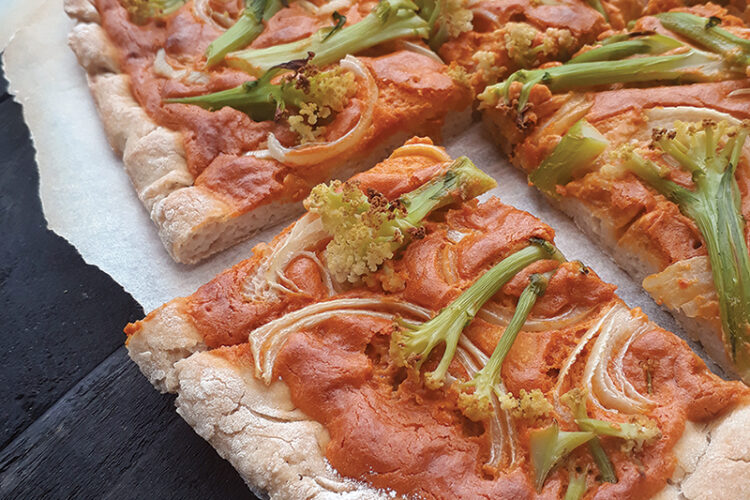Vegane Glutenfreie Pizza mit Rauchiger Cashew Paprika Sosse Ohne Tomate Rezept 3 1