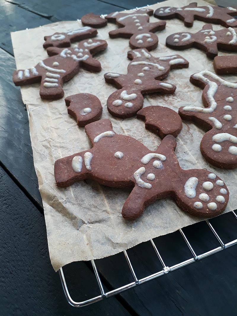 Vegan Gluten free Gingerbread Figures Fruit Sweetened Christmas Cookies Recipe 3