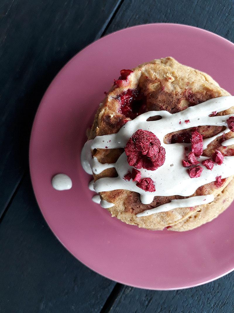 Aprikosen Himbeer Pfannkuchen (Vegan, Glutenfrei, Fruchtgesüßt, Ohne Öl)